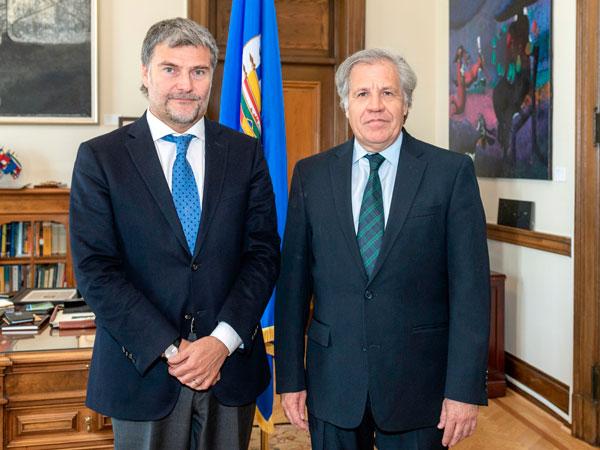 El Defensor Nacional y Coordinador General de Aidef, Andrés Mahnke, junto al Secretario General de la OEA, Luis Almagro.